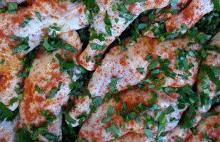 Kyllingelår Og Grøntssagsfritter Med Ramsløg