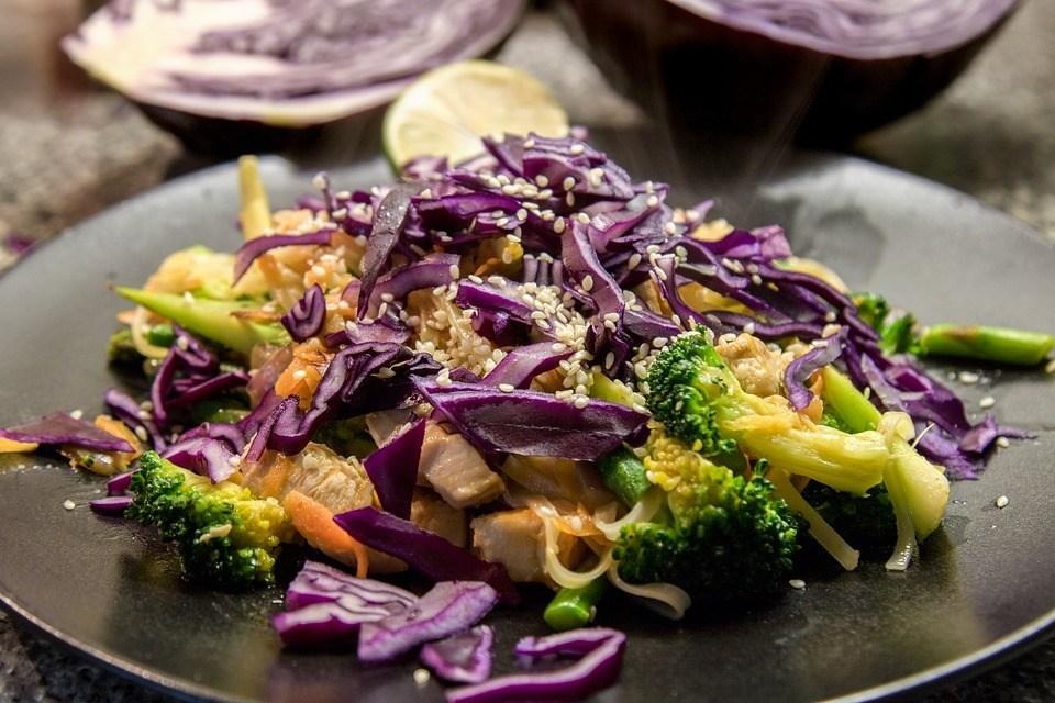 Rødkålssalat Med Broccoli Og Gulerod