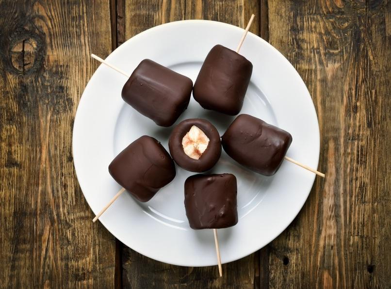 Chokoladeovertrukket Banan Og Mandelsmør Bidder