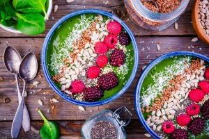 Chia Bowl m. Hindbær, nødder og inca